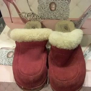 Ugg vintage clogs size 8 used suede red
